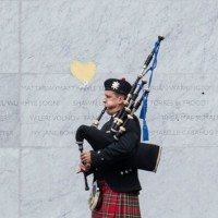 EQM Photo of memorial with bagpipe player 22022017